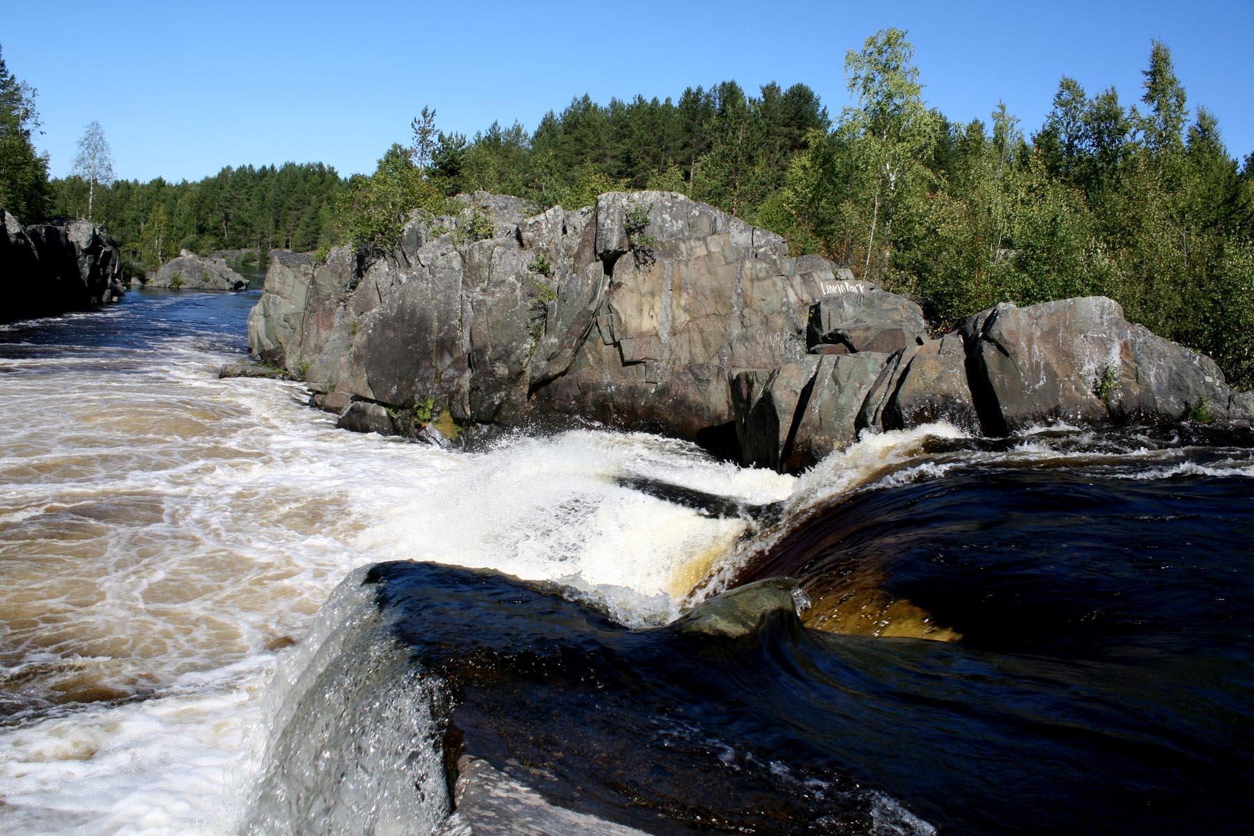 На гребне водопада