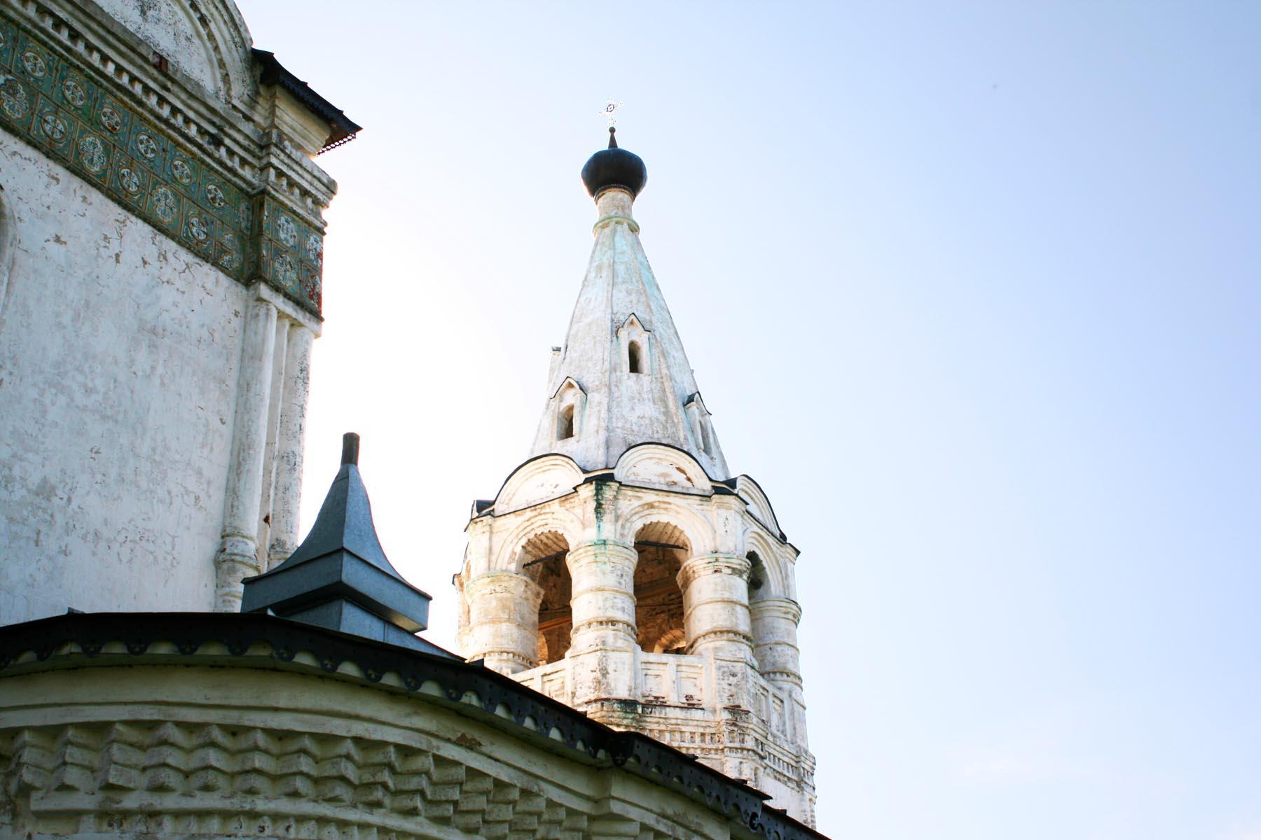 Колокольня церкви Спаса Всемилостивого