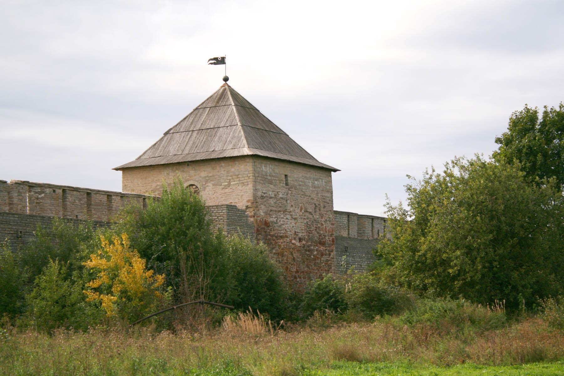 Широкая башня