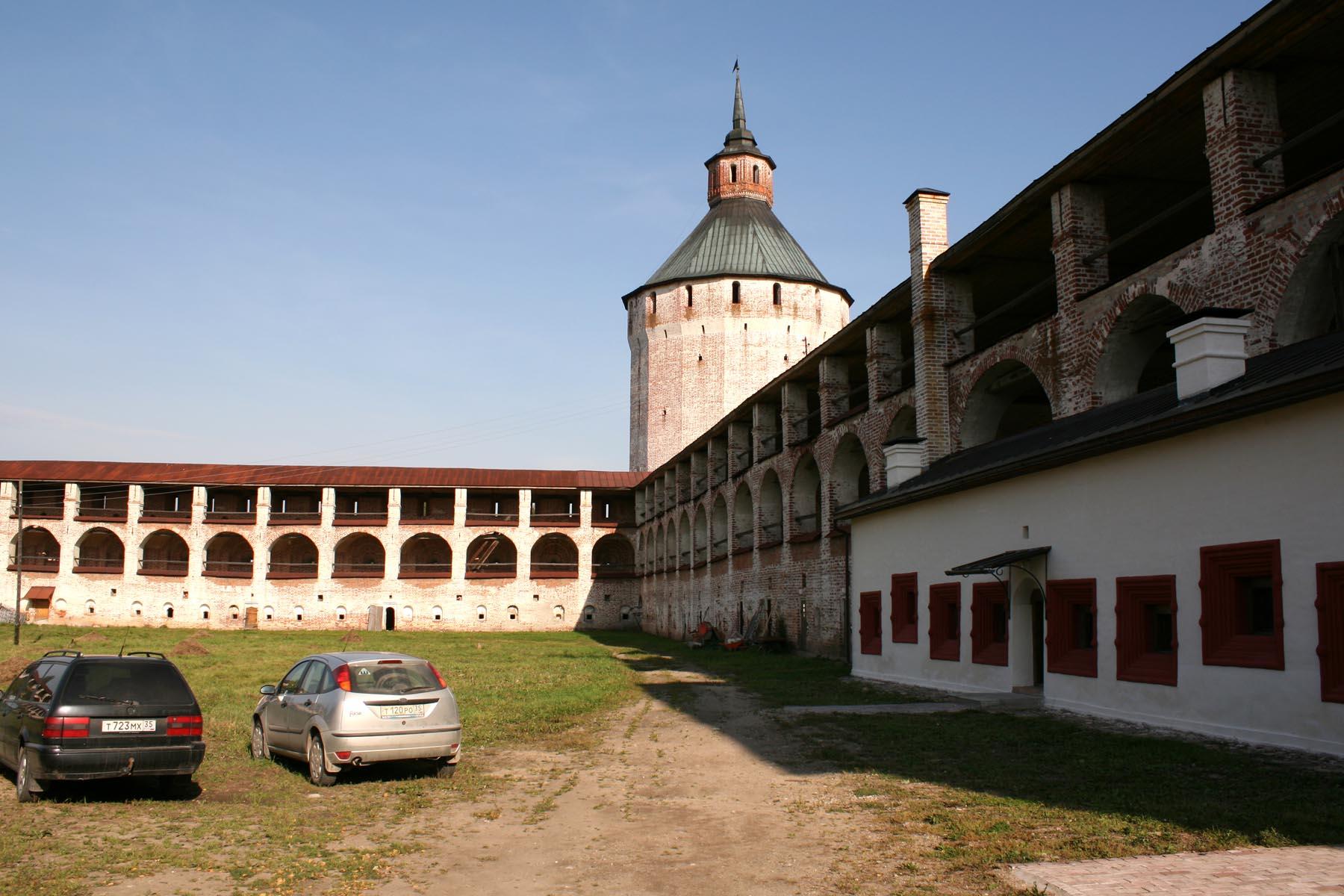 Ферапонтовская башня изнутри монастыря
