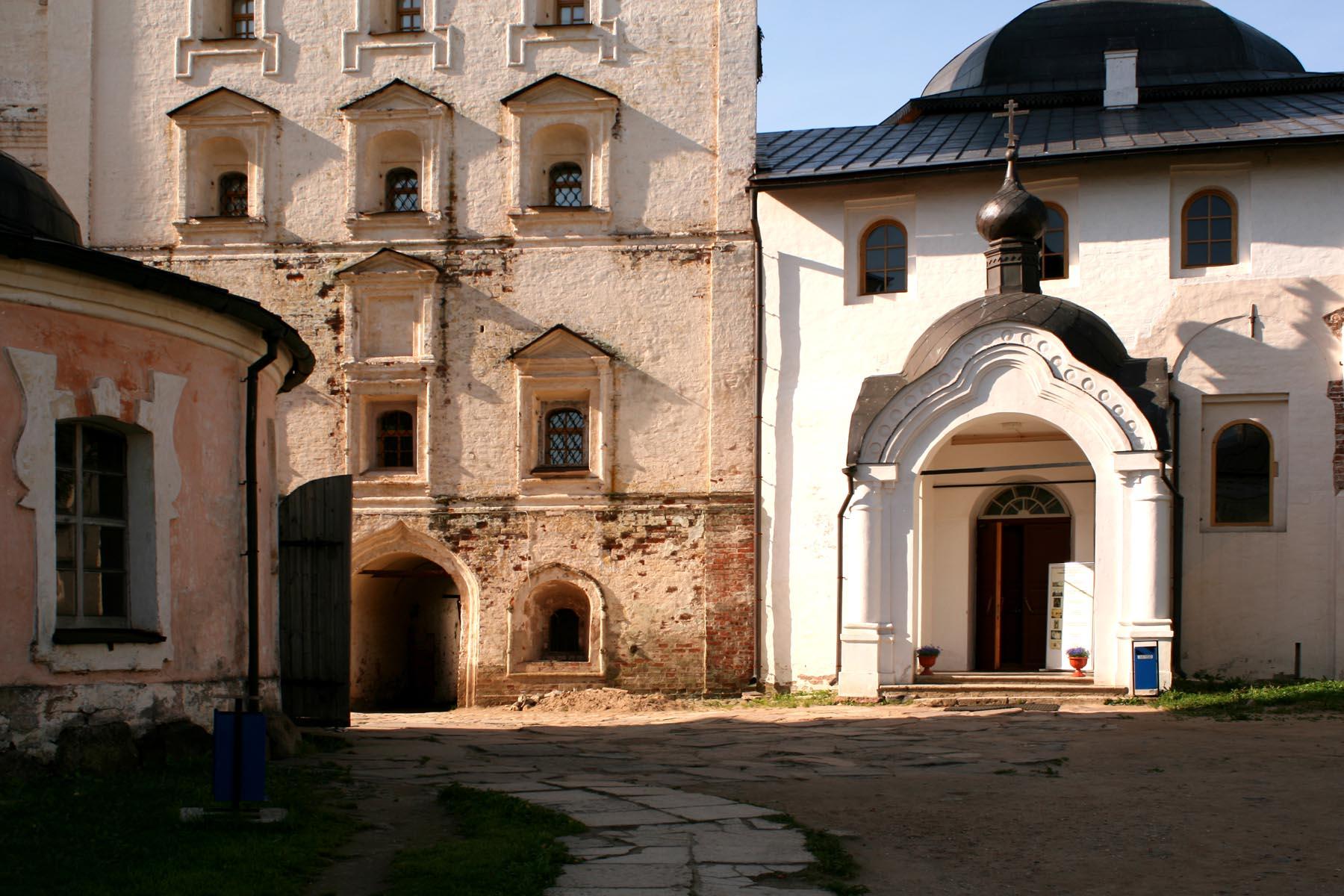Церковь Введения с трапезной палатой