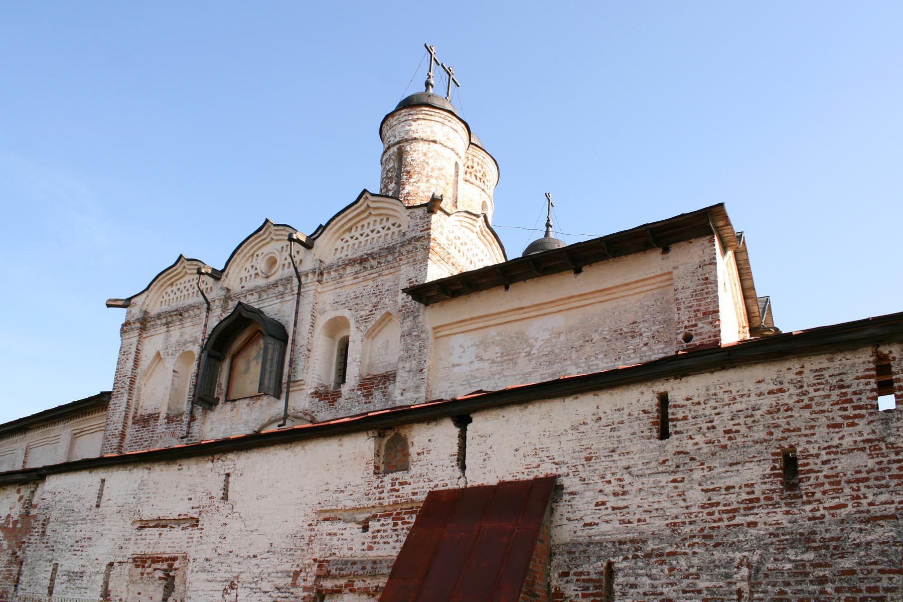 Церковь Преображения от озера