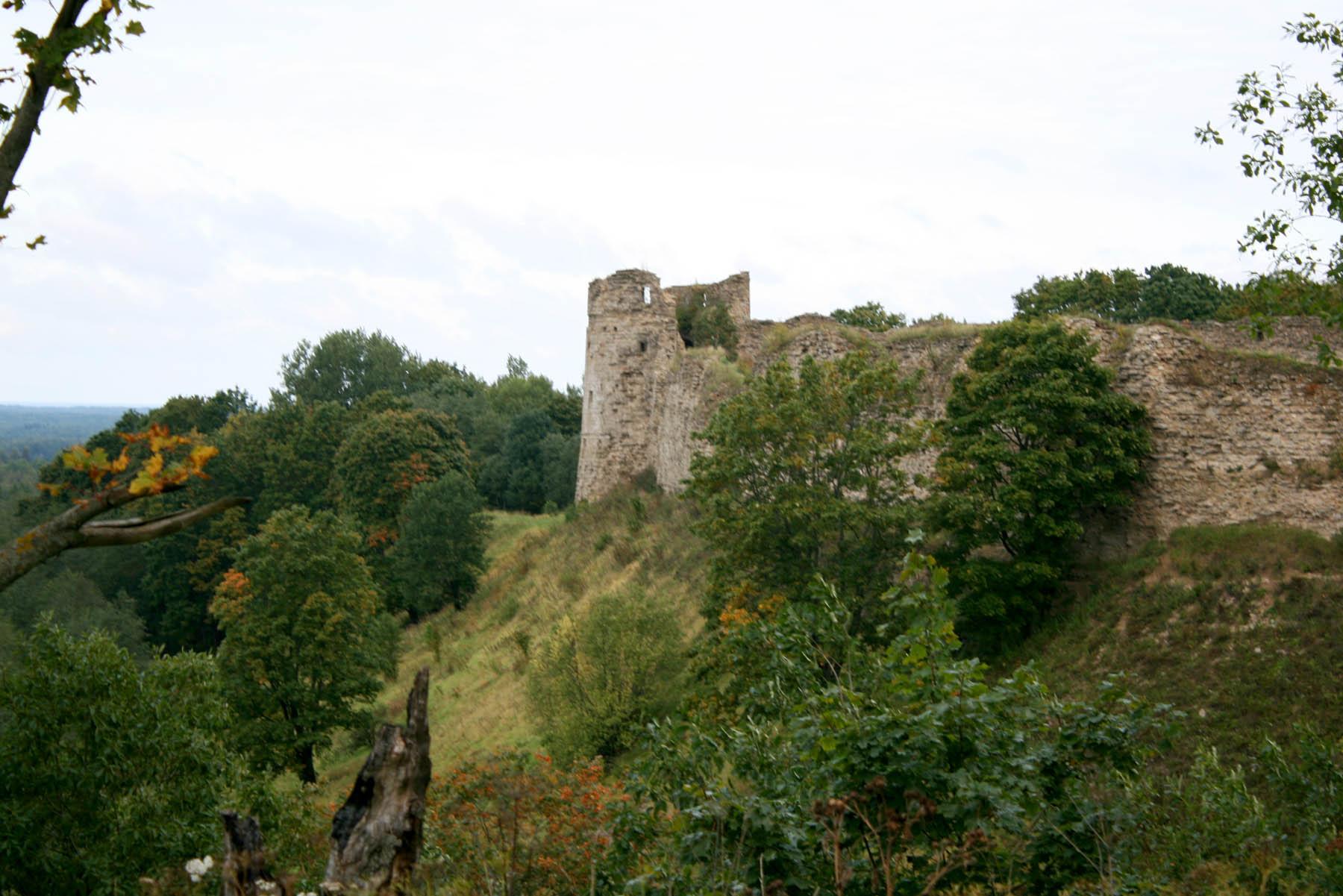 Наугольная башню