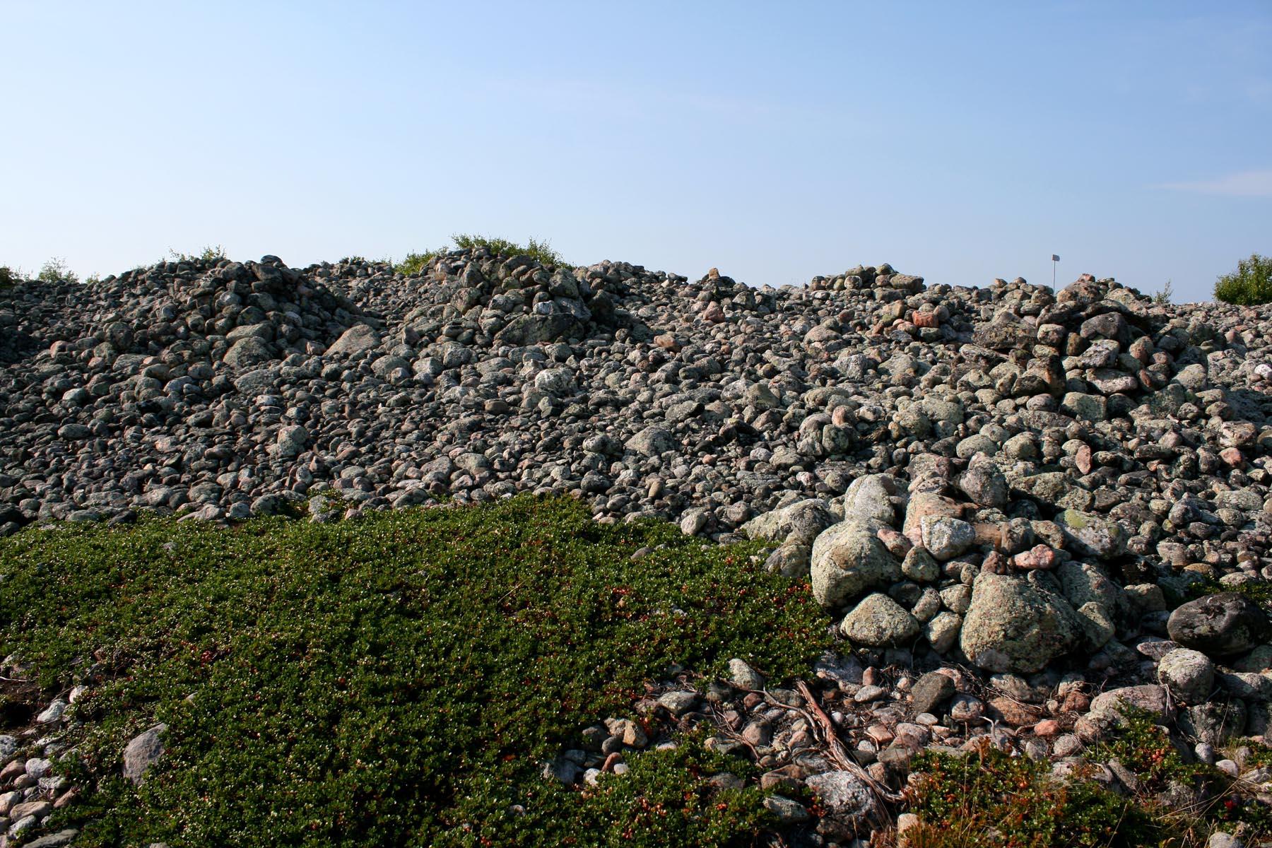 Каменные курганы