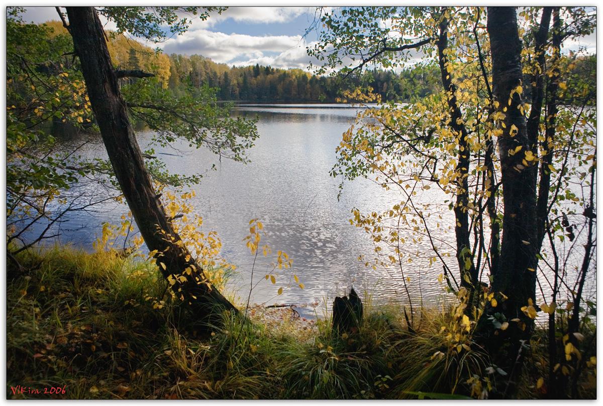 Спокойный осенний пейзаж в обрамлении...
