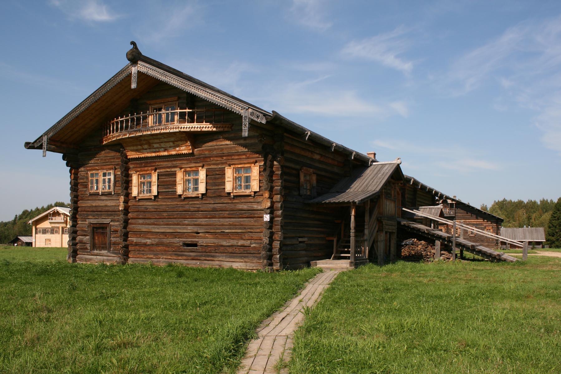 Крыльцо дома Пудовой