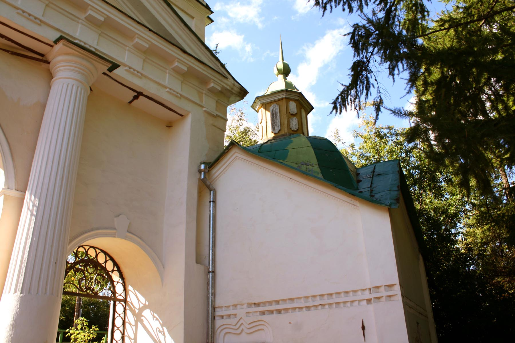 Церковь у ворот