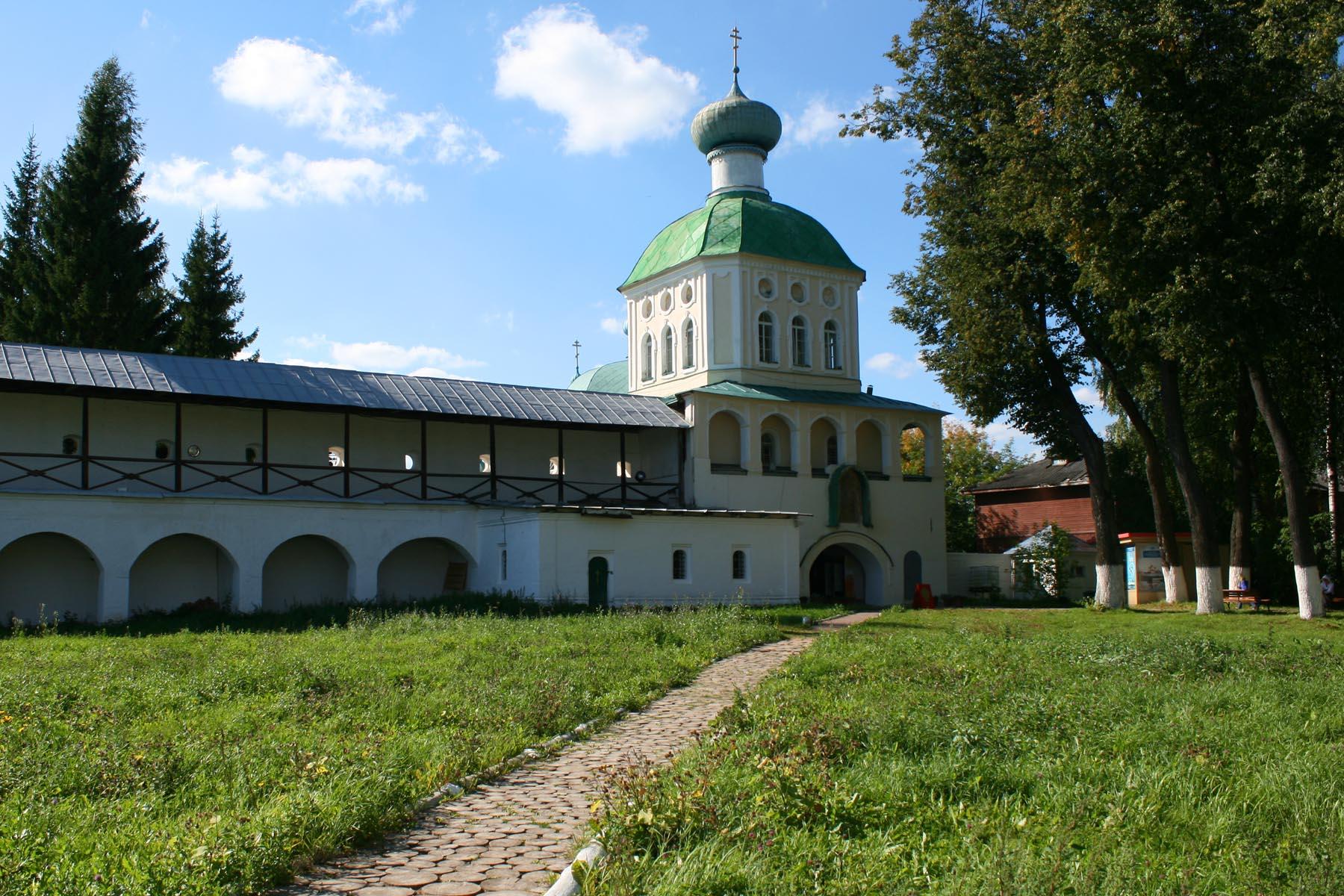 Надвратная Тихвинская церковь