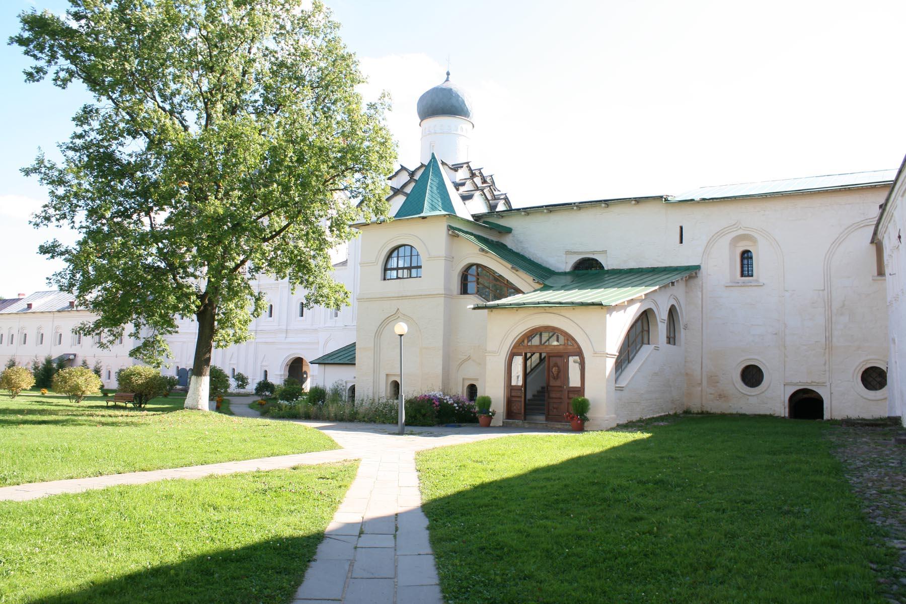 Большая монастырская трапезная