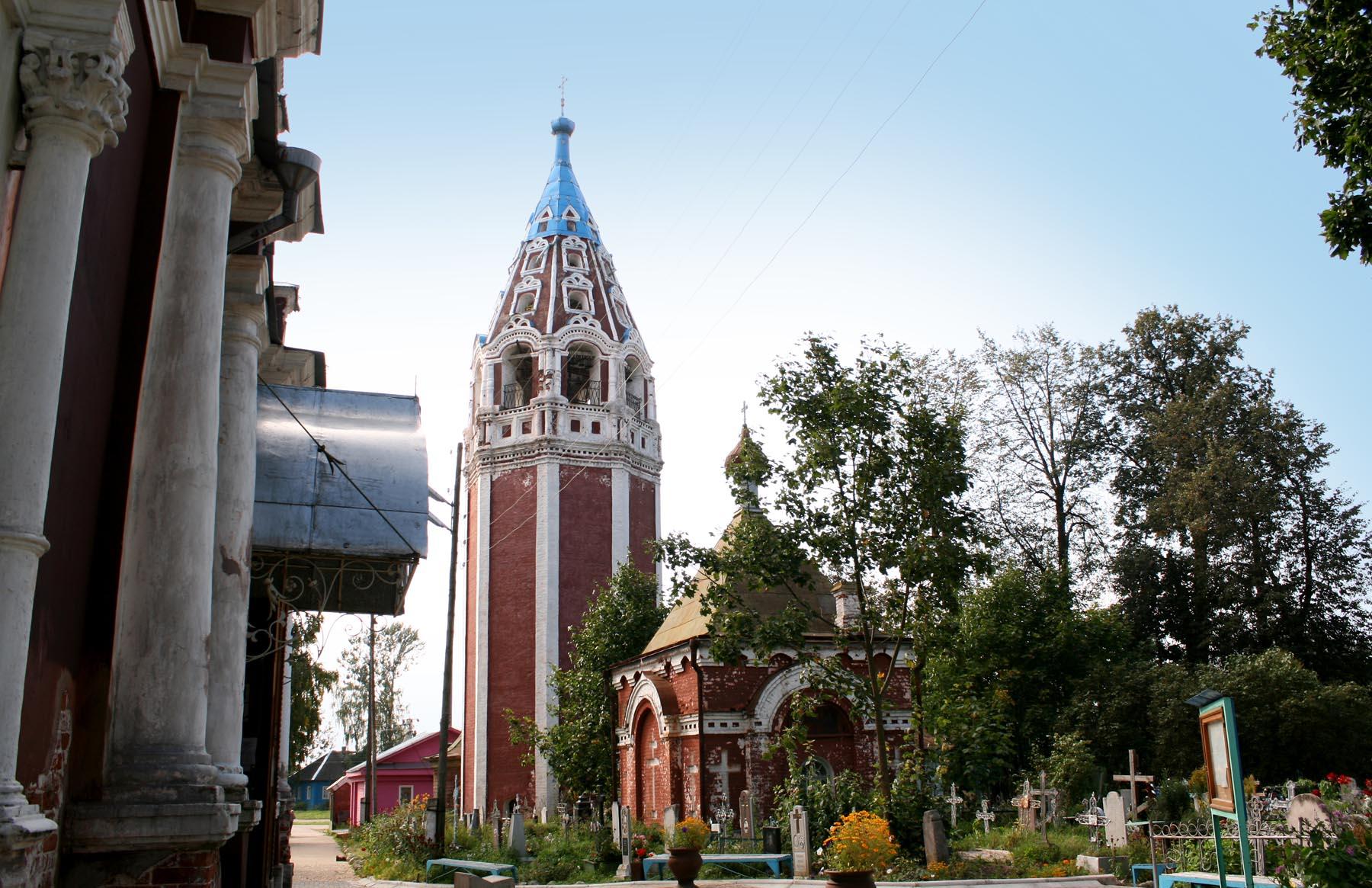 Часовня, колокольня и церковь