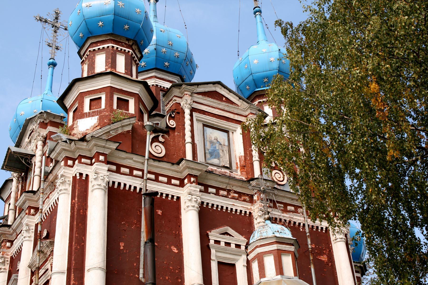 Казанская церковь сбоку