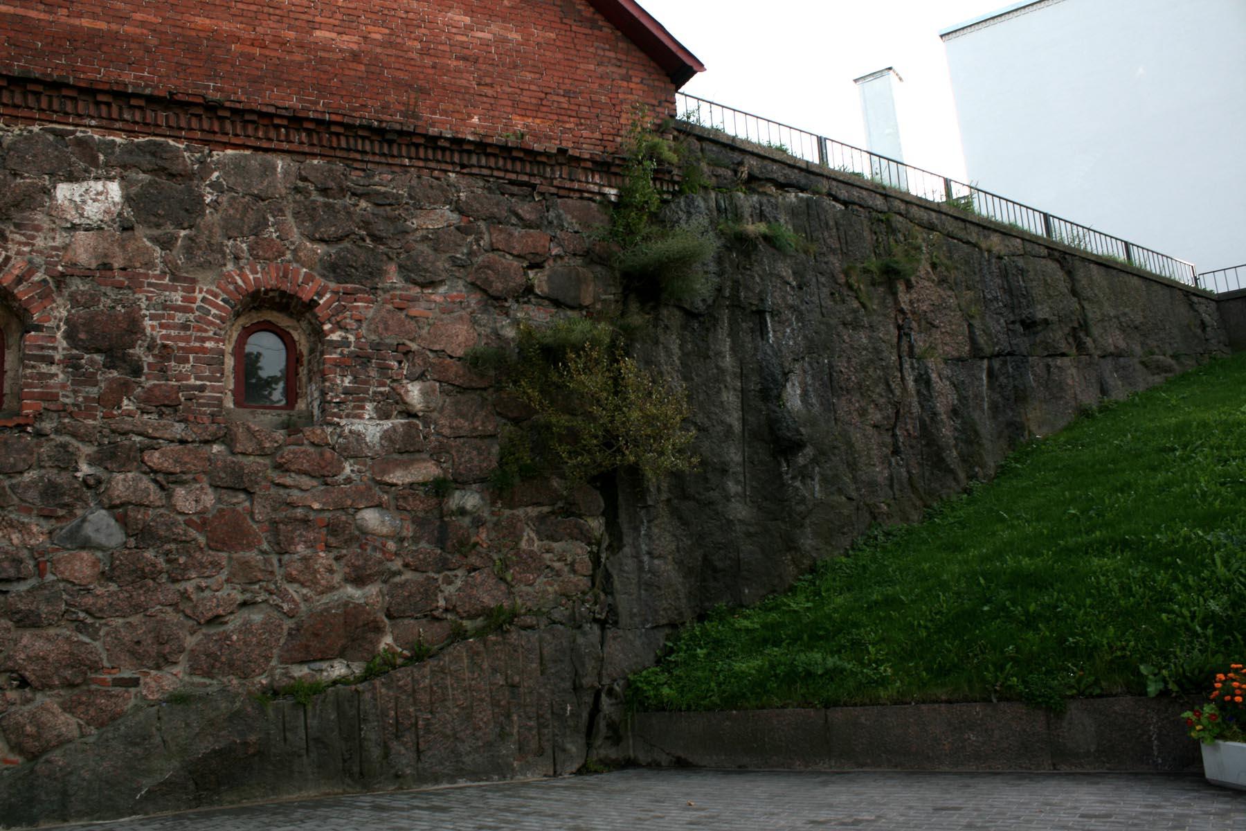 Стены бастиона